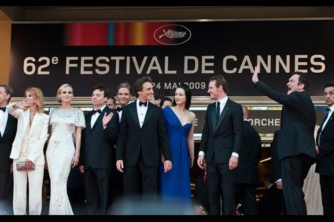 """(L-R) Actress Diane Kruger (Third Left), director Quentin Tarantino (Far Right) and actress Melanie Laurent arrives at the premiere of """"Inglorious Basterds"""" at the 62nd Cannes Film Festival in Cannes."""